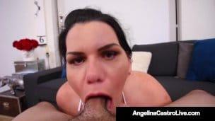 Kubánská pokojská Angelina Castro pokouří péro šéfovi