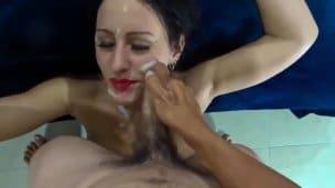 Manželka přichycena při sexu se sousedem